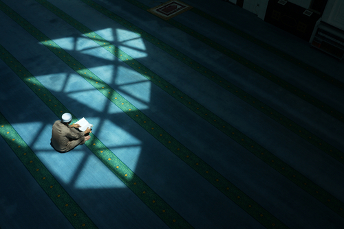 Muslim prays to get closer to God